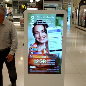 Totem interativo touch screen
